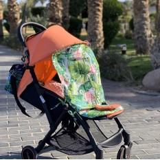 Шторка от солнца на коляску - очень нужная вещь в летний сезон !  5 лет назад мало кто слышал о шторках на коляску - большинство использовали пеленки/платки/пледы. А это очень опасно перегревом ребёнка 🤯 Мы понимаем, что заходя в магазин со спящим ребёнком - нам не хочется,чтобы заглядывали в коляску. Понимаем, что идя по солнцепеку - хочется закрыть ребёнка от палящего солнца.  Но, умоляем Вас, не закрывать наглухо коляску, в которой спит ребёнок . Материал: 100% хлопок  Шторка регулируется по высоте  Крепление