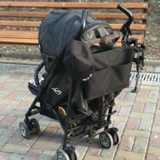 Простая и лаконичная сумка на коляску, но от этого не менее крутая)  Подойдёт для всех колясок и для любого бюджета) 💵 Цена 520 грн  В комплекте : ремень через плечо и крепления на коляску . Снаружи и внутри по 2 кардана.  Материал: водоотталкивающий Оксфорд  Фурнитура: Ykk #сумкаmommymade