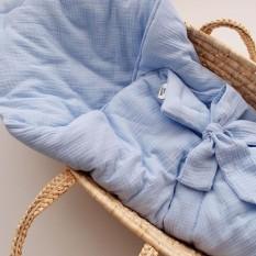 Нежный васильковый цвет в муслиновом одеяльце идеально подойдёт на выписку.  А ещё на подарок к рождению малыша!  Оно нежное, как облако ☁️ А ещё модем подобрать муслиновые пеленки) это просто must have каждой новоиспечённой маме) 💵 690 грн Размер : 100*100