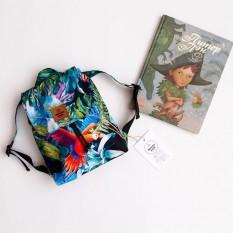 Стильный детский рюкзачок - идеален для весенне-летних прогулок, так как  легкий, вместительный и яркий) 🌟размер 31*26 см - помещается сменная одежда, бутылочка воды и игрушки 🌟водоотталкивающая ткань 🌟бескаркасный - легко можно сложить и убрать в мамину сумочку) 🌟вес 130 гр - очень лёгкий , а значит ребёнку легко его будет нести, 🌟лямки регулируются по длине  Проверено ребенком - удобно ) Свой skiphop рюкзак закинула ) 💵450 грн . Расцветки разные  #рюкзакmommymade
